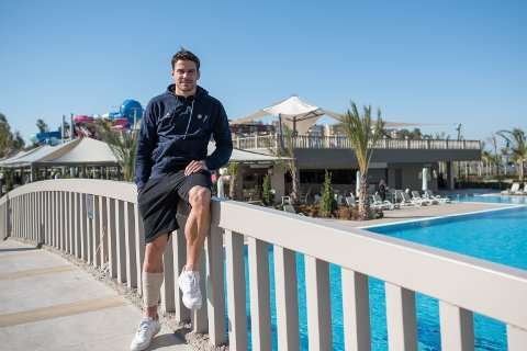 Simen Wangberg skal skrive bacheloroppgave til sommeren. TIL-kapteinen har lagt opp studiene etter lengden på kontrakten han har med klubben.