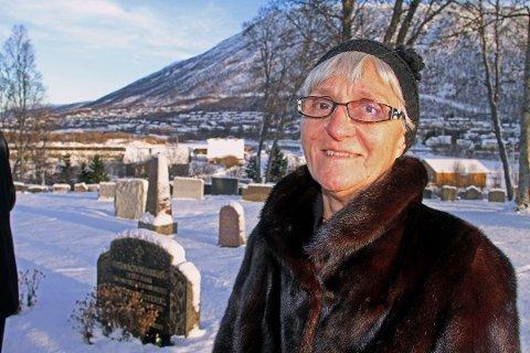 DATTER: Inger Rønne mistet faren sin da han ble skutt av nazistene for 75 år siden. Dette bildet ble tatt under markeringen for fem år siden.