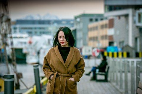 MED HELE SEG: Tone Pedersen er vokalist i Bats of Congress - og i lederteamet på Essens dagspa i Tromsø. Hun kan ikke tenke seg et liv uten kreativ utfoldelse - men planene om verdensherredømme har hun lagt på hylla. - Jeg vil bare formidle noe. Jeg vil gripe noen med det jeg gjør.