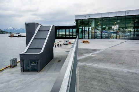 UTSKJELT TERMINAL: Den nye havneterminalen på Prostneset i Tromsø har møtt flengende kritikk. Nå skal fylkeskommunen holde høring om bygget.