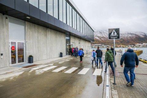 FORSVANT: Både tubeløsningen og rulletrappen og resten av passasjerbehovene forsvant under planleggingen og byggingen av den nye passasjerterminalen.