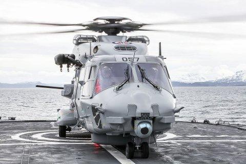 SJELDENT SYN: Et NH90 på helikopterdekket til KV Senja.