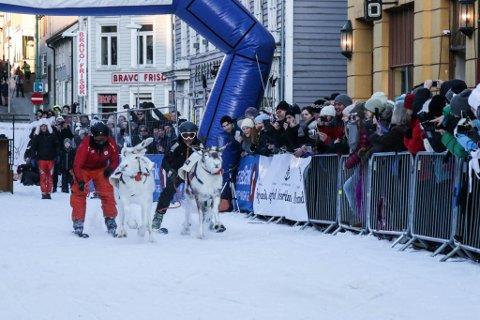 RIVALOPPGJØR: TIL- og TUIL-trenerne var bare i godt humør etter dagens gjesteløp under NM i reinkappkjøring.