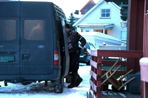 ÅSTEDET: Politiet utenfor huset der drapet skjedde om morgene på julaften for vel fire år siden.