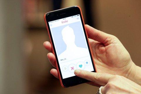 DYRT TINDER-TREFF: 38-åringen møtte en kvinne via datingappen Tinder. Det resulterte i samlivsbrudd og et økonomisk tap på nærmere to millioner kroner. Illustrasjonsfoto: Erik Johansen, NTB scanpix