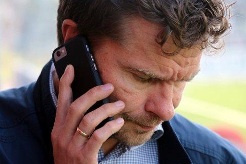 STILLER OPP: – Hei, Simo. Nei, sorry, han midtstopperen må vente. Jeg skal være med på podkast.