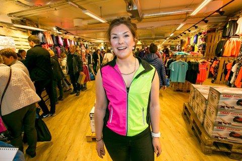 FRA SKOSELGER TIL LEDER: Elise Olsen var selger på skoavdelingen hos konkurrenten XXL. Nå er hun butikksjef på Sport Outlet