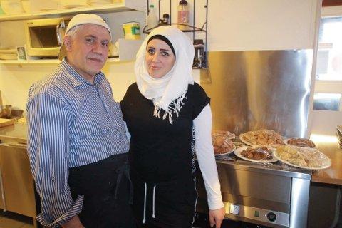 MATGLEDE: Najwa Aboras sammen med Emad Kabawa, en god venn av familien som er med på å restaurantprosjektet. De to deler en stor lidenskap omkring mat og matlaging.