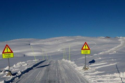 VEIEN OPP: Veien er ferdig og klar men må utvides inntil 1,5 meter for å ta imot turbinene.