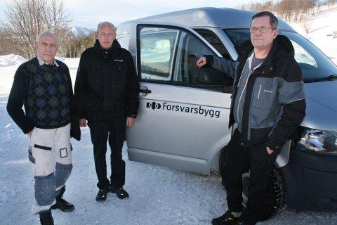 PAKKER SAMMEN: Tillitsvalgt Ove Gamst (t.v.) sammen med renholderne Bjørn Wiggo Nerli og Tom Enoksen i Forsvarsbygg som nå parkerer bilen og drar hjem.