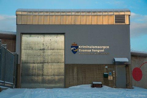 FENGSLET: Den 48 år gamle tromsømannen sitter ennå i varetekt i Tromsø fengsel, til tross for at Nord-Troms tingrett besluttet å løslate ham før påske. Kjennelsen ble anket til Hålogaland lagmannsrett, som kom til et annet resultat.