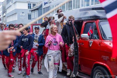 RUSS: Vårens morsomste begivenhet for mange, finner sted klokken 14:30 ved Kongsbakken videregående skole.