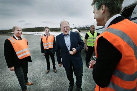 Göran Persson møter tromsøordfører Jens Johan Hjort. Henry Hansen til venstre.