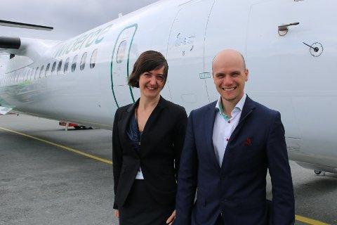 KLAR FOR AVGANG: Mona Ringstrand og Robert Lönnblad tror direkteruten vil bli svært populær.