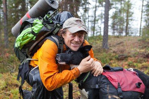 UT PÅ TUR: Lars Monsen skal traske fem dager i Indre Troms i sommer, med fem kamerateam og en hel bøling med frivillige i hælene.