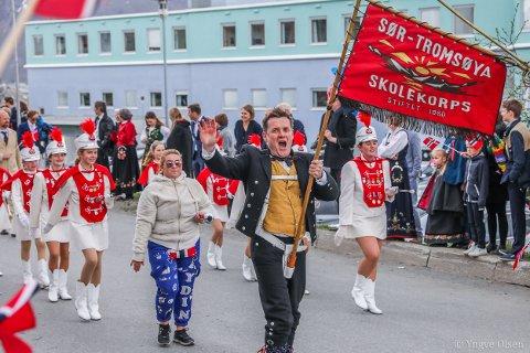 I AKSJON IGJEN: Sør-Tromsøya skolekorps spiller ved Sør-Tromsøya sykehjem og Laureng om morgenen 17. mai. Her er korpset glade deltakere i toget på nasjonaldagen i fjor.
