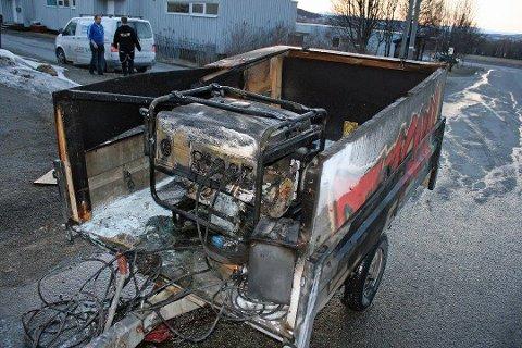 TOK FYR: Dette aggregatet gikk opp i flammer da det ble litt for flittig brukt av en russebil i Tromsø 2014.