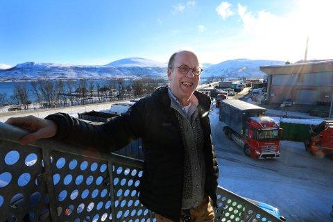 KASTER KORTENE: Remiks-sjef Bård Jørgensen gir seg etter 21 år i sjefsstolen. - Det er på tide å overlate roret til noen andre. Foto: Silje Charlotte Solstad