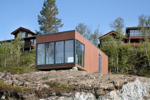 PROVOSERER: Det er ikke alle som synes at denne hytta passer inn i fjellandsbyen.