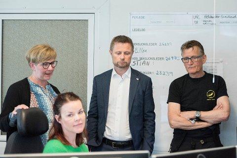 Helseminister Bent Høie (H) besøker Tromsø mandag. Han skal møte selskapet Babcock, som tar over driften av ambulanseflyene neste år, og de som jobber med akuttmedisin på Universitetssykehuset Nord-Norge