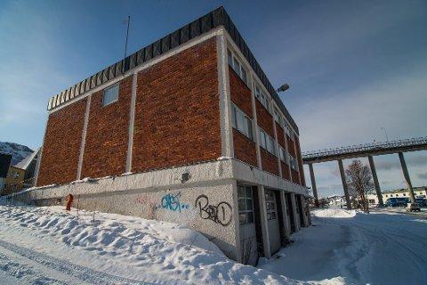 NY FRAMTID? Kommunen har planlagt riving av den gamle brannstasjonen, men nå vil politikerne vurdere ny bruk.