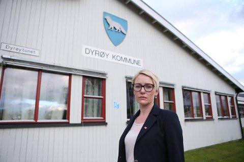 I SORG: Dyrøy-ordfører Marit Alvig Espenes og kriseteamet samlet seg mandag kveld på rådhuset i Brøstadbotn.