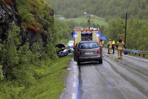 TRAFF FJELLVEGGEN: Bilen med de to kjørte av veien på fylkesvei 84 i Spansdalen i Lavangen kommune. Foto: Jon Henrik Larsen, Salangen-Nyheter