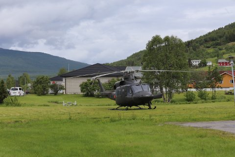 BISTÅTT: Forsvarets helikopter har bistått i søket torsdag.