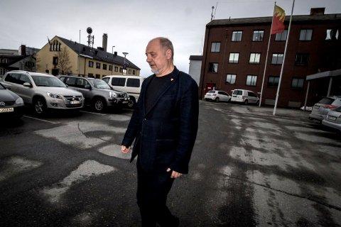 Kirkenes-ordfører Rune Rafaelsen sørger over tapet av Thorvald Stoltenberg. Foto: Stian Hansen