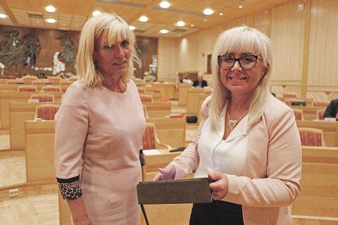 SENDER BALLEN VIDERE: Både Kari Anne Opsahl (Ap) og Irene Lange Nordahl (Sp) var klar på at det ikke kan være Troms som skal sørge for tvangssammenslåing med Finnmark. - En sammenlåing som 87 prosent av Finnmarks befolkning er imot, sier Nordahl.