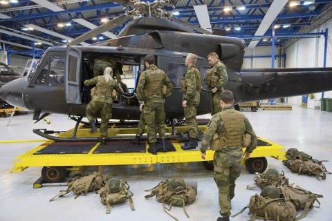 FIKK BREV: Flere har reagert på rådene de kvinnelige soldatene fikk utlevert da de møtte opp til førstegangstjeneste på Bardufoss. Bildet er tatt i forbindelse med en annen sak.  Arkivfoto: NTB Scanpix