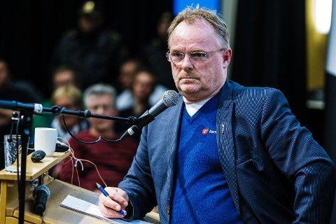 BRØT SIKKERHETSRUTINER: Fiskeriminister Per Sandberg (Frp) er i hardt vær.
