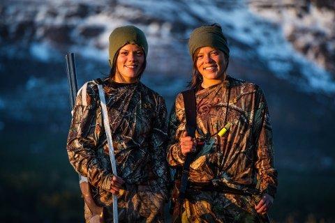 GITT UT BOK: Kristine og Johanne Thygo Hansen sine jakterfaringer er blitt kokebok. Foto: Arkiv