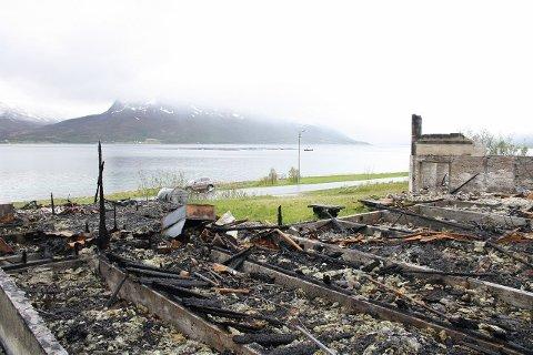 BUDKRIG: Mange har lagt inn bud på tomta der det gamle samfunnshuset på Hansnes en gang sto.