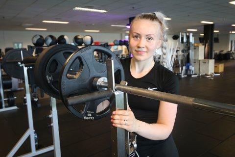FORNØYD: Sandra Osvaldsen (19) er medlem på Sats. Hun er fornøyd med det hun får for pengene på treningssenteret.