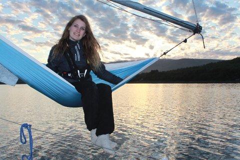 UVANLIG BOSTED: Elise Karoline Haugen (25) har gått mot strømmen av studenter i Tromsø. Det siste halvannet året har hun bodd i båt - sommer som vinter.