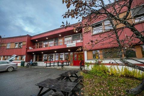 OPPTIL 36 PROSENT: Sykefraværet er gjennomgående høyt på sykehjemmene i Tromsø, viser tall som Nordlys har fått fra kommunen. En avdeling på Kvaløysletta sykehjem (bildet) hadde et sykefravær på hele 36 prosent i perioden fra januar til september i år. Foto: Torgrim Rath Olsen