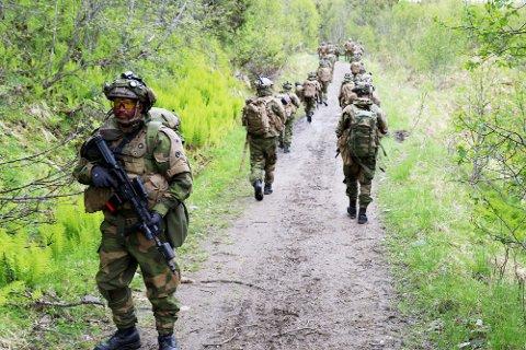 Innsatsstyrke Claymore i HV-16 øver sammen med 339-skvadronen utenfor Harstad / Homeguard unit Claymore from HV-16 during exercise in northern Norway