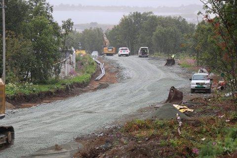 ASFALTARBEID: Slik så det ut i august i Langnesvegen. Nå kommer asfalten på plass.