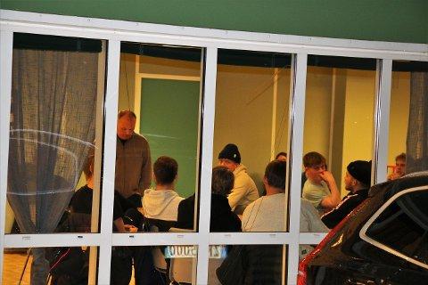 HEFTIG: Det ble temperatur på møtet mellom Fløya-spillerne og sportslig ledelse i Fløyahallen i kveld.
