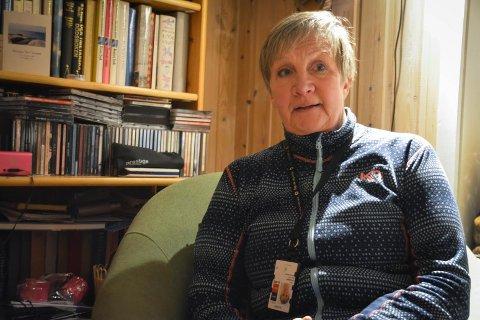 VIL UT: Eija Välikangas (59) har jobbet som sykepleier siden 1983. Nå går hun ut i permisjon fordi situasjonen er for usikker.