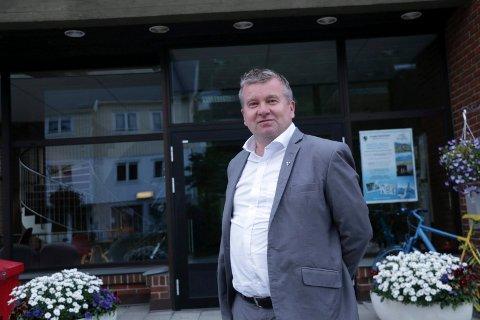 VIL ENDRE: Lyngen-ordfører Dan Håvard Johnsen (Sp) synes det er en god idé at steder med stort smittepress får flere vaksiner - da smitten i Lyngen hovedsakelig kommer fra Tromsø.