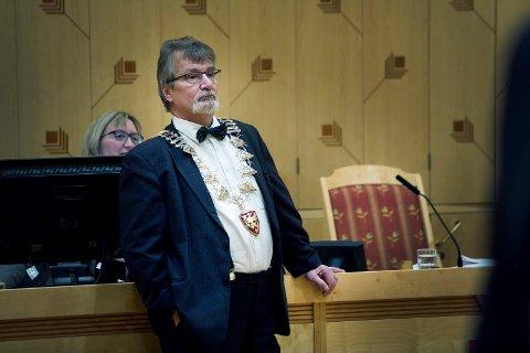 FÅR ETTERLØNN: Avtroppende fylkesordfører Knut Werner Hansen har fått innvilget sin søknad om tre måneders etterlønn når han gir fra seg kjedet ved nyttår.