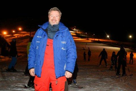 TRENGER SNØ: Daglig leder i Tromsø Alpinpark, Jon Haakonsen, får mange spørsmål om når anlegget åpner flere nedfarter.