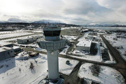 INNSTILTE FLY: Tre av Widerøe-flyvninger fra Tromsø Lufthavn måtte innstilles mandag morgen.