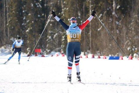 Her jubler Vilde Nilsen fra Tromsø for nok et VM-gull. Foto: Norges skiforbund
