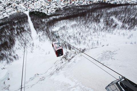 MYE VIND: Det er ventet heftig vær i Tromsø fredag og lørdag. Fjellheisen åpner ikke igjen før tidligst lørdag.