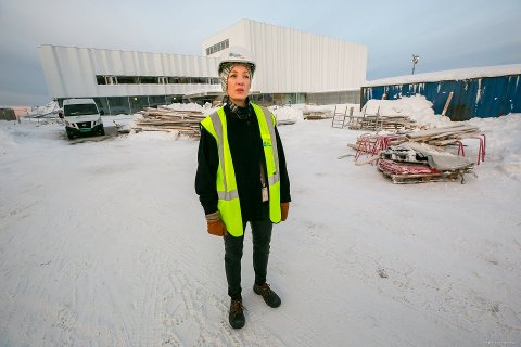 FÅ PLASSER: Schrøen utenfor Tromsøbadet. Her er det  hundre parkeringsplasser.