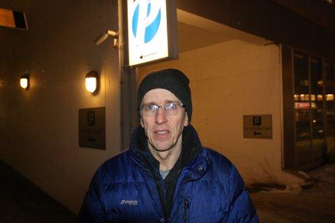 KRITISK: Thilo Bubek i Norsk elbilforening synes det er altfor høy timespris på elbilparkering i Tromsø.