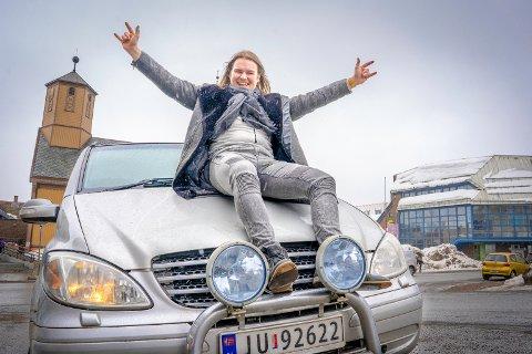 TIL SALGS: - Ta med at bilen er til salgs på Finn.no, sier 25 år gamle Kristian Andresen.